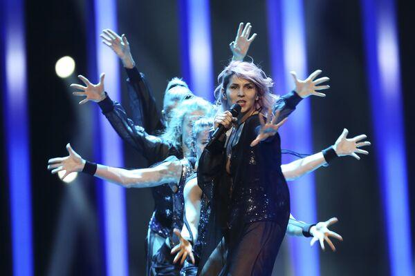 Участница из Словении Леа Сирк в финале конкурса Евровидение. 12 мая 2018