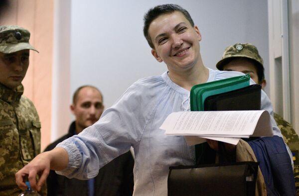 Надежда Савченко во время рассмотрения вопроса о продлении срока её ареста на заседании Шевченковского районного суда в Киеве. 14 мая 2018
