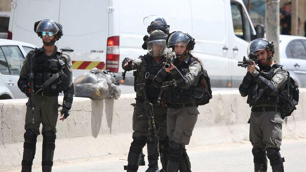 Израильские военнослужащие во время уличных протестов в Палестине против переноса посольства США в Иерусалим. 14 мая 2018