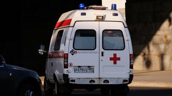 Автомобиль скорой помощи на улице Москвы