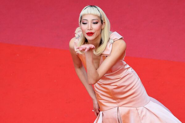 Южнокорейская модель Су Джу Парк на красной дорожке церемонии открытия 71-го Каннского международного кинофестиваля