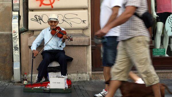 Уличный музыкант в Белграде