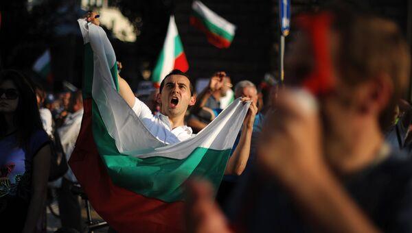 Участники антиправительственной демонстрации в Софии, Болгария. 19 июля 2013