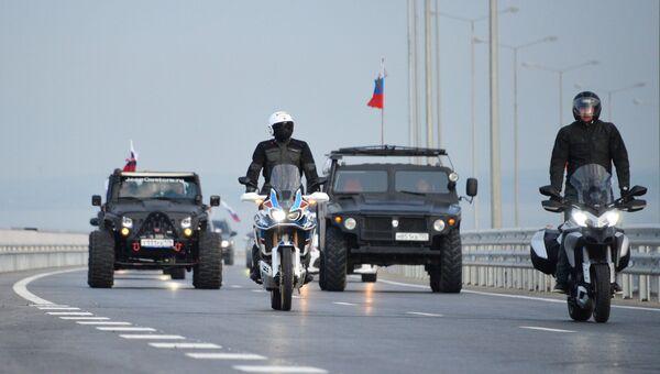 Автомобильное и мотоциклетное движение по автодорожной части Крымского моста. 16 мая 2018