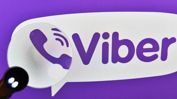 Логотип мессенджера Viber на экране смартфона. Архивное фото