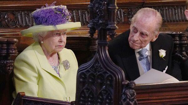 Королева Великобритании Елизавета II и принц Эдинбургский Филип во время свадебной церемонии в часовне Св. Георгия в Виндзорском замке недалеко от Лондона, Англия. 19 мая 2018