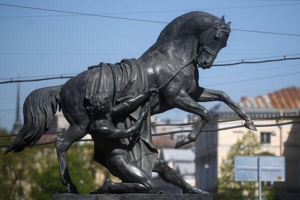 Скульптурная композиция Укротители Коней на Аничковом мосту в Санкт-Петербурге