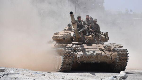 Военнослужащие сирийской армии на танке Т-72. Архивное фото