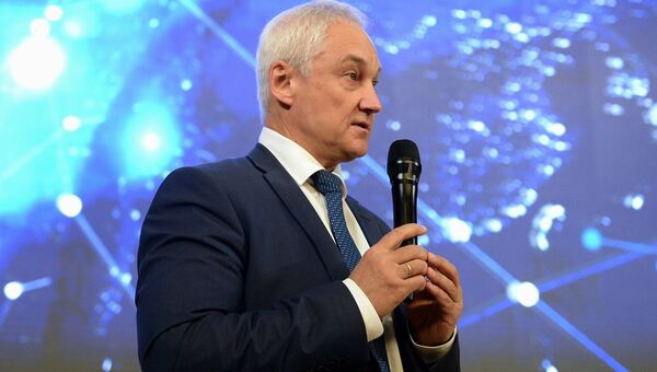 Помощник президента РФ Андрей Белоусов выступает во время презентации Современные космические сервисы для цифровой экономики России в Москве. 22 мая 2018