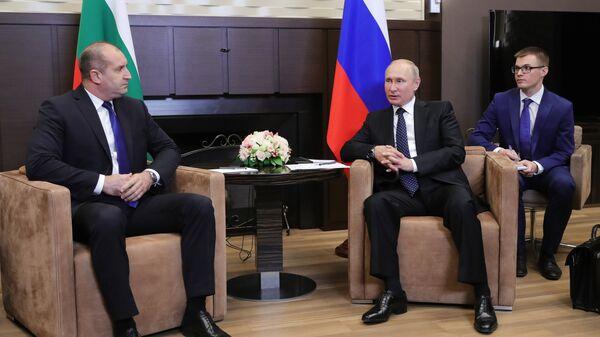 Президент РФ Владимир Путин и президент Болгарии Румен Радев во время встречи в Сочи. 22 мая 2018