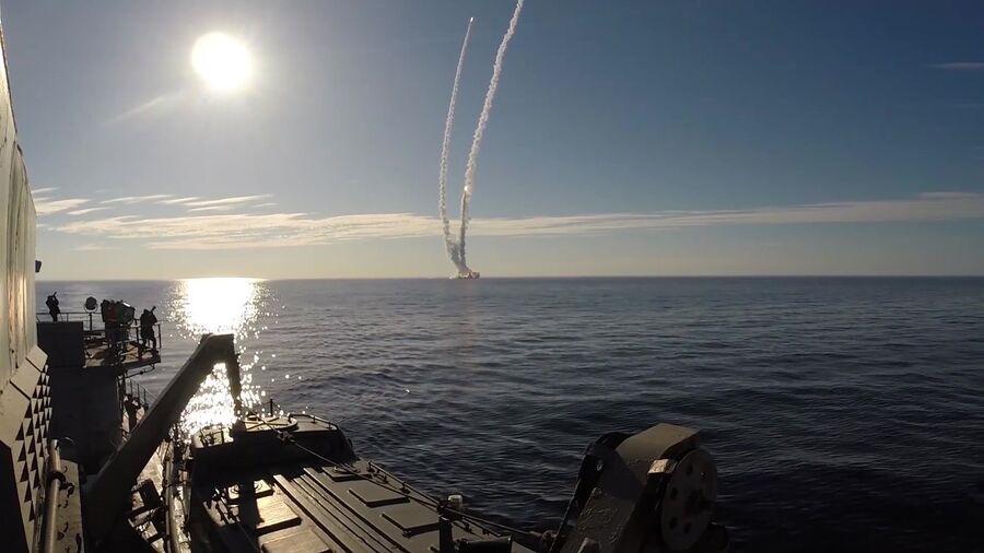 Запуск ракет Булава по полигону Кура с подводного крейсера Юрий Долгорукий в Белом море