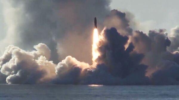 Запуск ракеты Булава по полигону Кура с подводного крейсера Юрий Долгорукий в Белом море