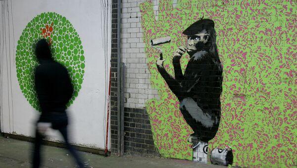 Граффити британского художника Бэнкси на стене в Лондоне. Архивное фото