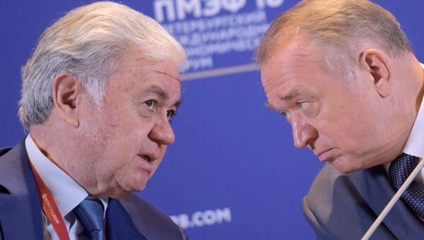 Генеральный секретарь ШОС Рашид Алимов и президент Торгово-промышленной палаты (ТПП) РФ Сергей Катырин