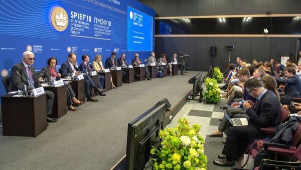 Участники дискуссии Будущее рынков труда в конференц-зале Петербургского международного экономического форума. 24 мая 2018