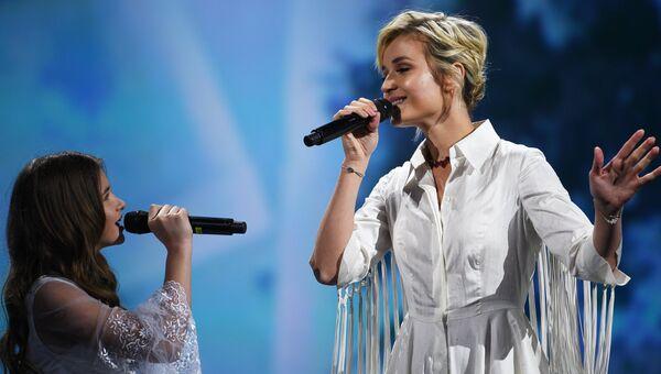 Певица Полина Гагарина выступает на церемонии торжественного открытия Петербургского международного экономического форума
