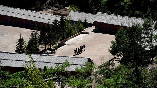 Военнослужащие на ядерном полигоне Пхунгери на севере КНДР