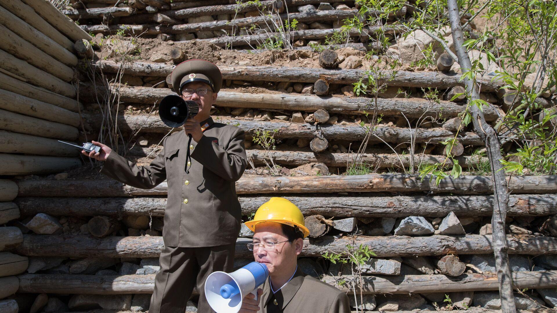 Военнослужащие на ядерном полигоне Пхунгери на севере КНДР - РИА Новости, 1920, 04.08.2020