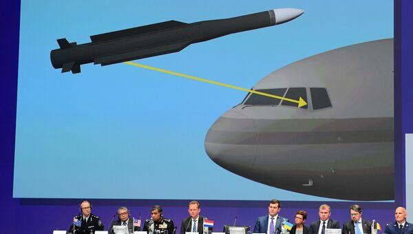 Члены Международной следственной группы JIT, расследующей обстоятельства крушения Boeing над Донбассом в июле 2014 года, во время доклада