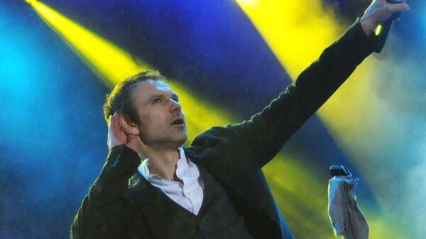 Солист группы Океана Эльзы Святослав Вакарчук выступает на концерте 20 лет вместе на стадионе Арена Львов