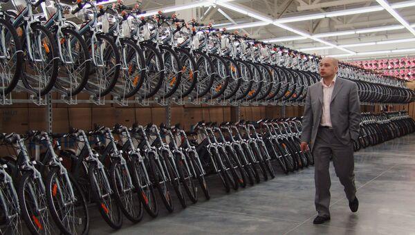 Продажа велосипедов в спортивном гипермаркете Декатлон