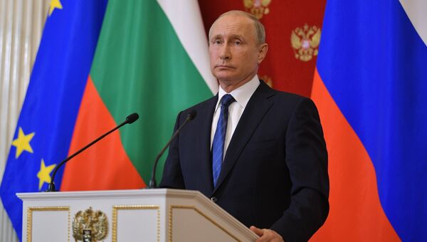 Президент РФ Владимир Путин на пресс-конференции по итогам встречи с премьер-министром Болгарии Бойко Борисовым. 30 мая 2018