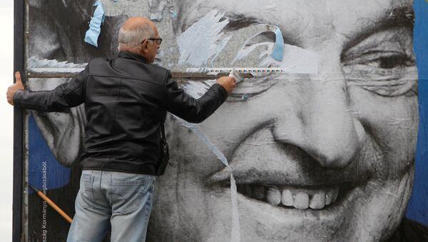 Плакат с портретом Джорджа Сороса в Будапеште. Архивное фото