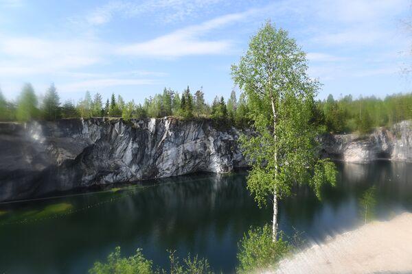 Озеро в горном парке Рускеала
