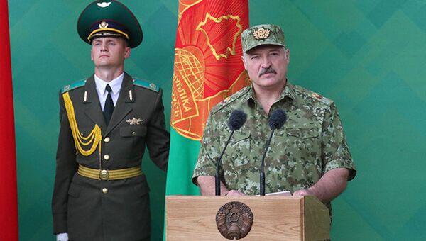 Президент Белоруссии Александр Лукашенко во время посещения Брестской пограничной группы. 2 июня 2018 года