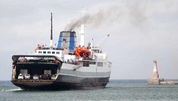 Заход судна паромной переправы Сахалинского морского пароходства. Архивное фото