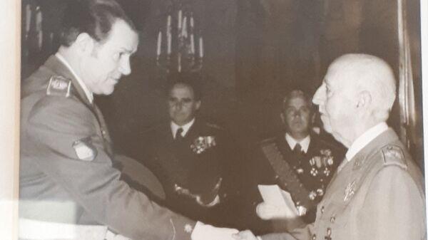 Отец генерала Хуана Антонио Чичарро и диктатор Франсиско Франко