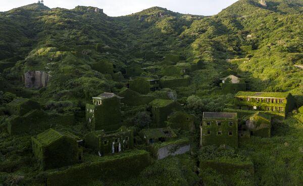 Заброшенные деревенские дома в Хутууване на острове Шэншань, Китай