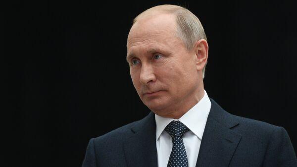 Президент РФ Владимир Путин отвечает на вопросы журналистов после ежегодной специальной программы Прямая линия с Владимиром Путиным в Гостином дворе. 7 июня 2018