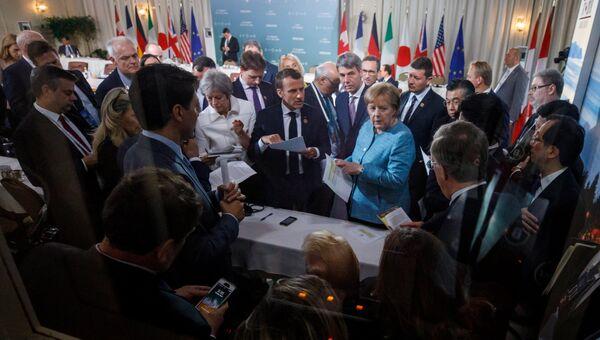 Премьер-министр Канады Джастин Трюдо и лидеры G7 обсуждают совместное заявление. 9 июня 2018