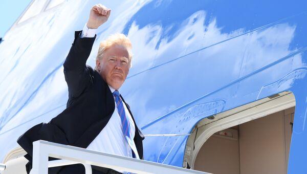 Президент США Дональд Трамп во время отъезда с базы Баготвилл в Канаде. 9 июня 2018