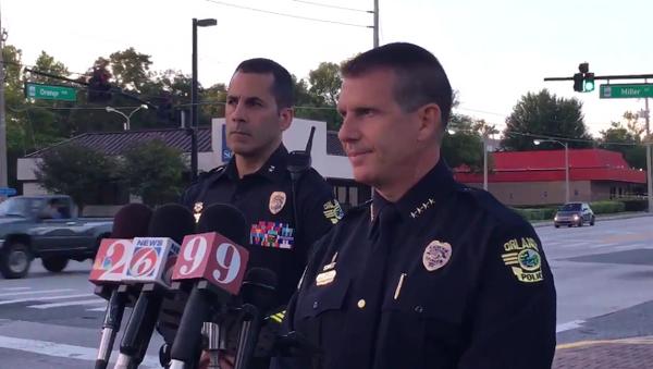 Шеф полиции города Орландо Джон Майна дает комментарий прессе относительно стрельбы в Вестбрук Апартментс в Орландо, США. 11 июня 2018