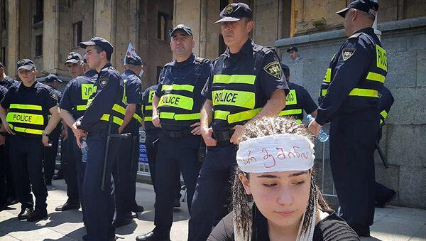Полиция на акции протеста в Тбилиси. Архивное фото