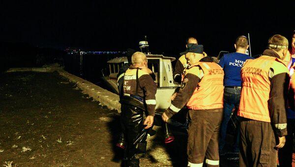 Спасательная операция на месте крушения катамарана Елань-12 в Центральном районе Волгограда. 12 июня 2018