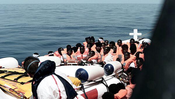 Мигранты, спасенные судном Aquarius в Средиземном море. 12 июня 2018