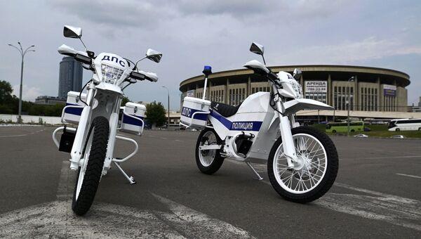 Демонстрация концерном Калашников первых образцов электромотоциклов Иж для сотрудников ГИБДД
