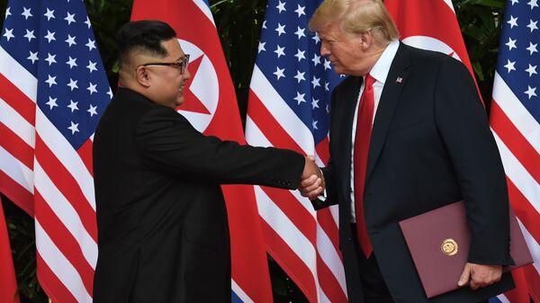 Лидер КНДР Ким Чен Ын и президент США Дональд Трамп. Архивное фото