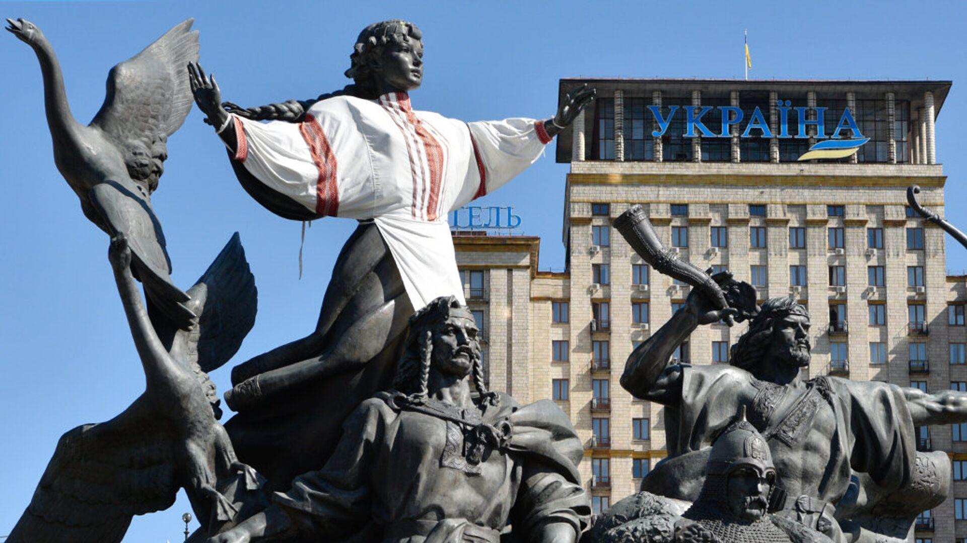 Памятник основателям Киева на площади Независимости в Киеве - РИА Новости, 1920, 21.01.2021