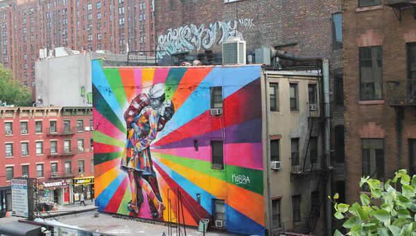 Нью-Йорк. Граффити-репродукция фото Поцелуй на Таймс-Сквер