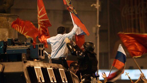 Участник митинга с флагами России и Македонии против изменения названия страны в Скопье. Архивное фото