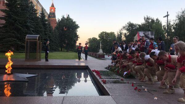 Юнармейцы зажгли свечи и возложили венки к Могиле Неизвестного Солдата в честь Дня памяти и скорби. 22 июня 2018