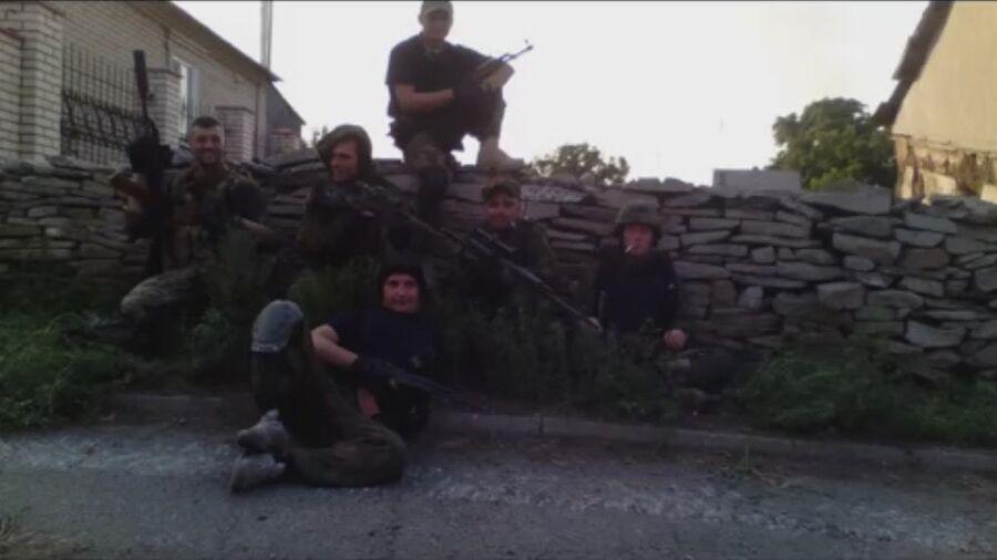 Разведгруппа батальона Азов, Старабешево. Второй справа по центру Сергей Сановский