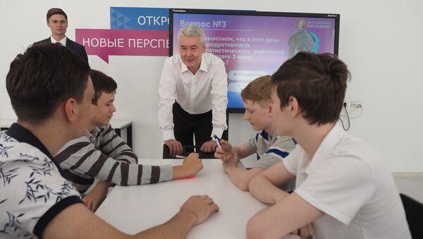 Сергей Собянин в молодежном Центре занятости. 27 июня 2018