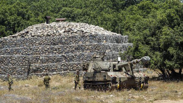 Израильская самоходная артиллерийская установка на Голанских высотах около сирийской границы. 1 июля 2018