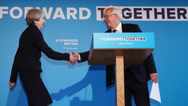 Премьер-министр Великобритании Тереза Мэй и министр по вопросам выхода из ЕС Дэвид Дэвис