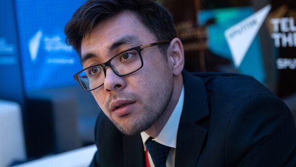 Генеральный директор Clover group Денис Касимов в радиорубке Sputnik на Петербургском международном экономическом форуме 2018